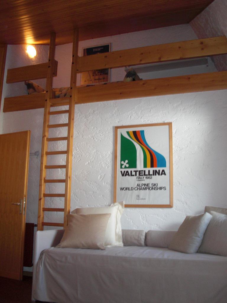 Residenza san matteo ampio bilocale arredato a valfurva for Soggiorno arredato