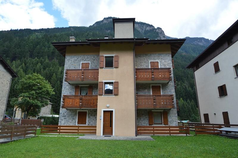 Italiano Appartamento Al Piano Terra Con Giardino A Valdisotto